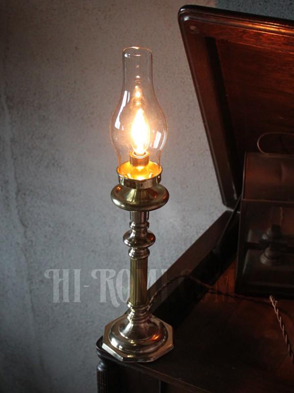 コロニアルヴィンテージガラスチムニー付真鍮製テーブルランプ/アンティーク卓上照明