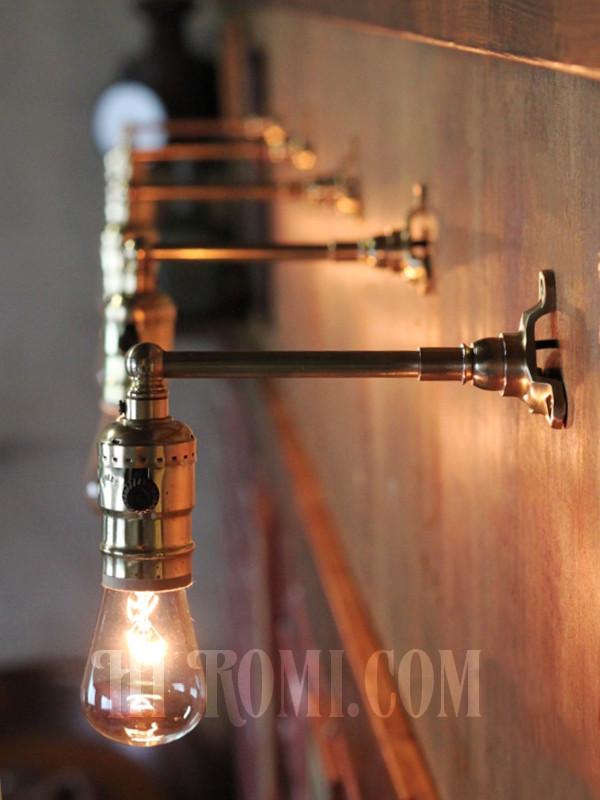 USAヴィンテージLEVITON社製ターン式ソケット付工業系真鍮ミニブラケットランプ/インダストリアル照明壁掛けライト